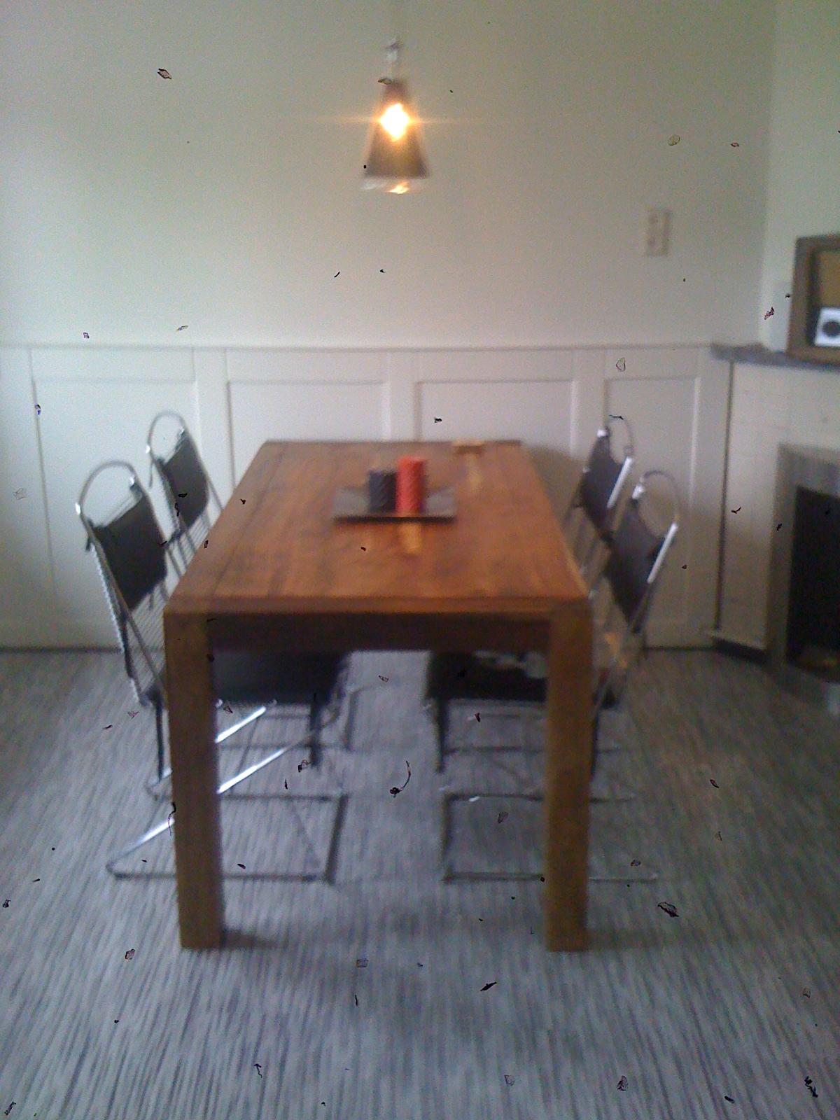 houten tafel, luxe bekleding stoelzitting
